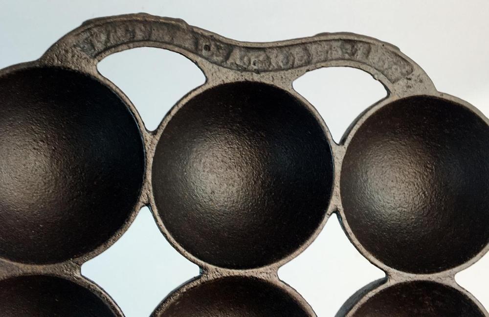 Antique 1860 Waterman? Cast Iron 12 Cup Gem Pan