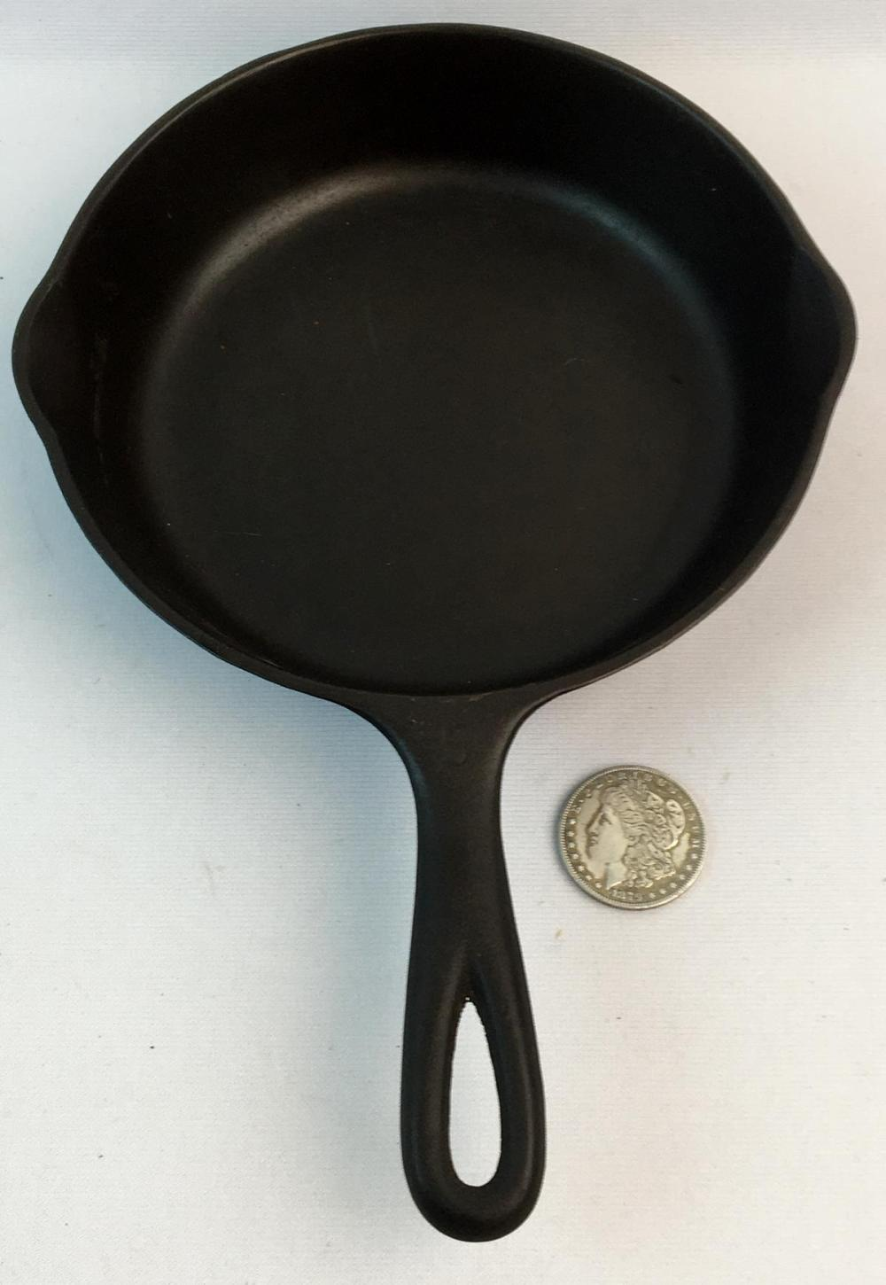 Vintage Wagner Ware Sidney -O- No. 5 Cast Iron Skillet 1055 E w/ Curved Logo