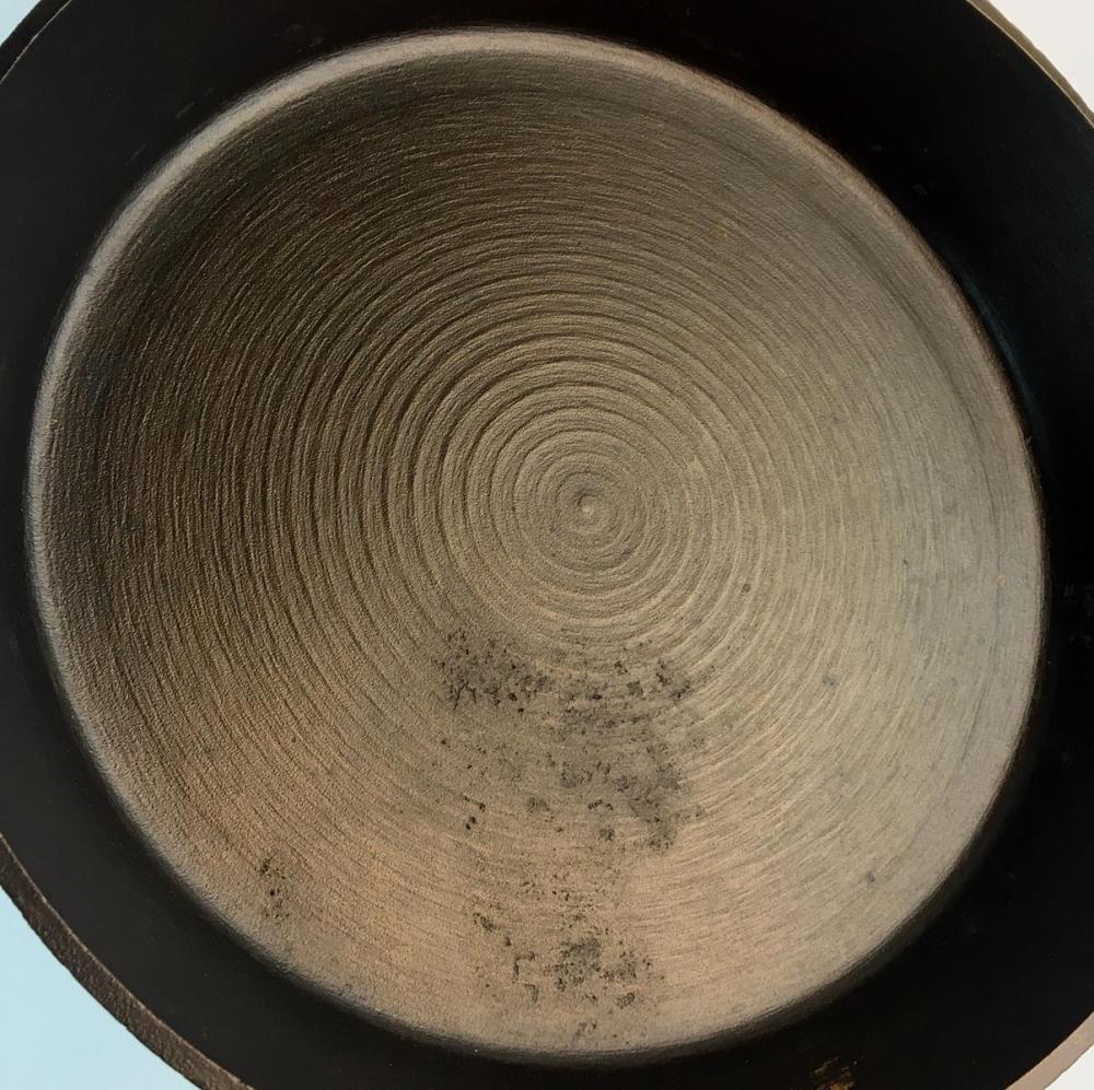Vintage Unmarked Lodge No. 9 Cast Iron Skillet w/ 3 Notch Heat Ring