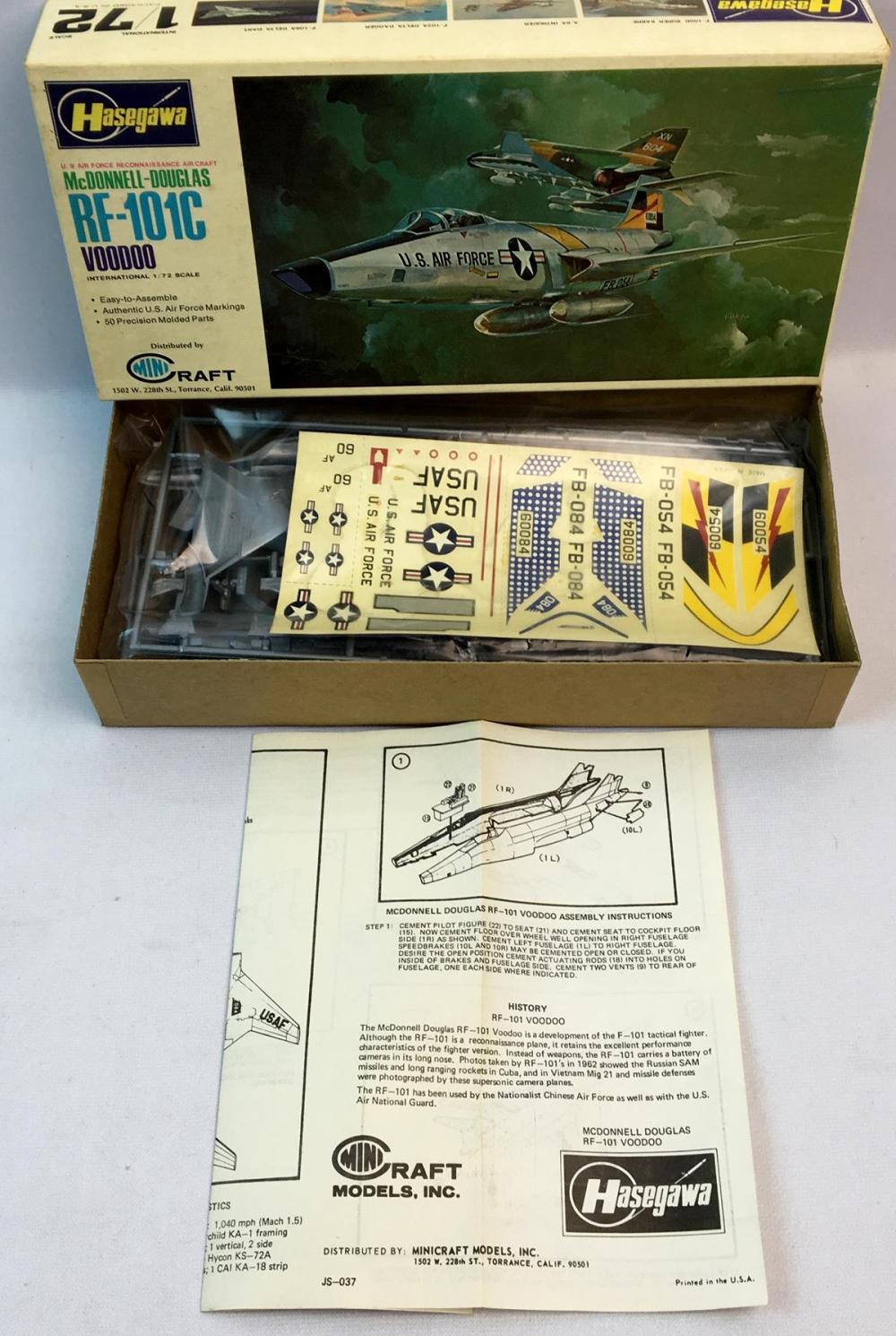 Vintage 1980's U.S.A.F McDonnell-Douglas RF-101C Voodoo 1/72 Scale Hasegawa Model Kit UNBUILT