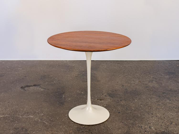 Tulip Side Table by Eero Saarinen