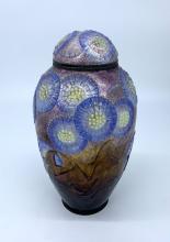 VASE couvert à décor en plein de fleurs violettes stylisées sur f