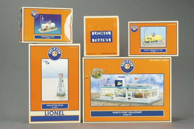 5 Lionel Model Buildings & Accessories in Boxes