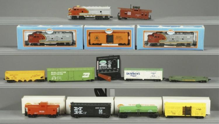 13 Assorted Lionel Train Cars & Transformer