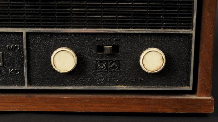 RCA Victor AM/FM Radio Model RHC30W