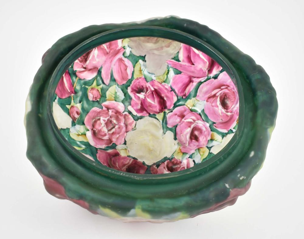 Lot 2: PAIRPOINT PAINTED PUFFY ROSE BOUQUET GLASS TABLE LAMP
