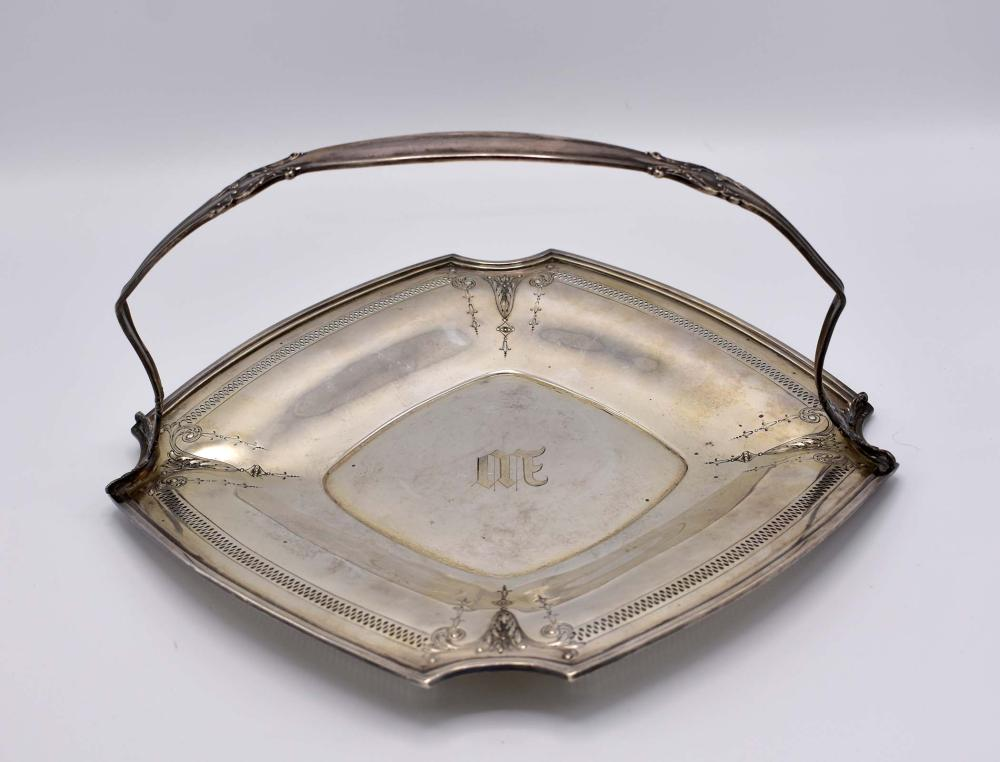 Lot 18: AMERICAN STERLING SIVER BREAD BASKET