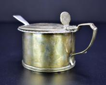 Lot 23: GEORGE III SILVER MUSTARD POT WITH SPOON