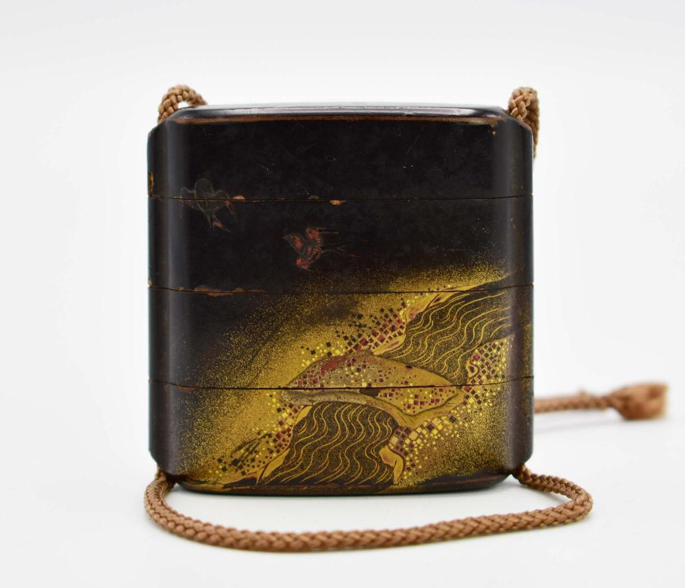 Lot 43: JAPANESE GILT AND BLACK LACQUER INRO