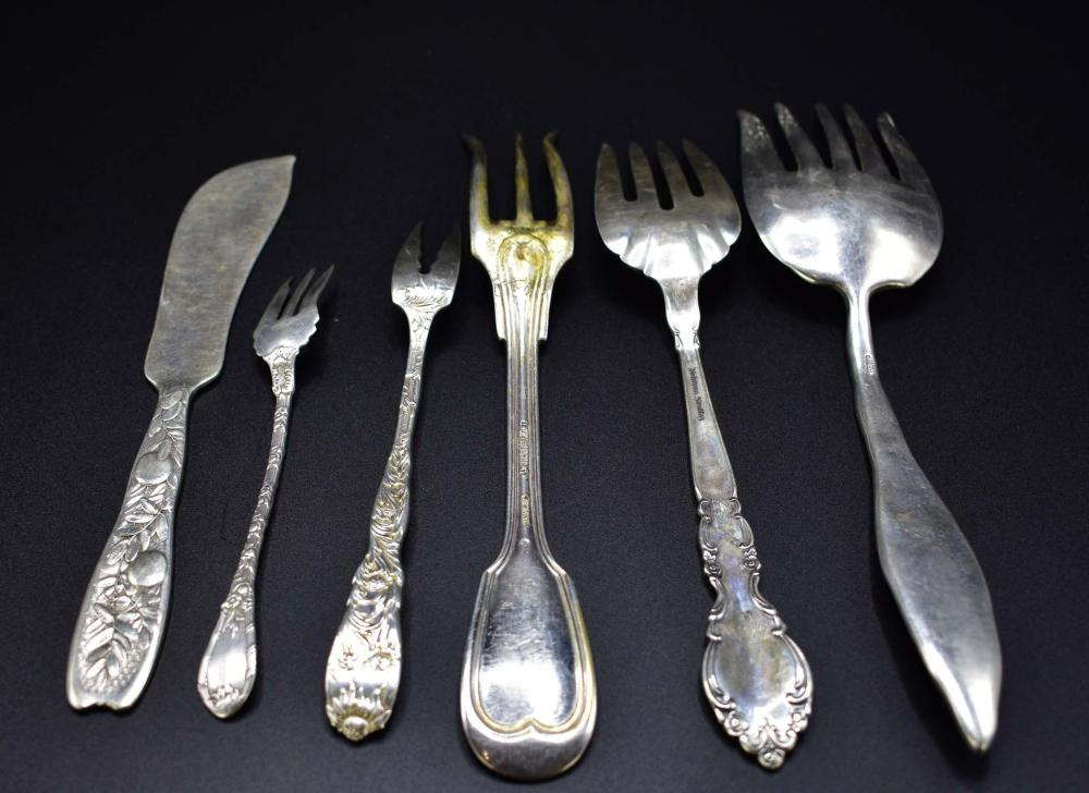 Lot 73: SIX STERLING SILVER SERVING PIECES