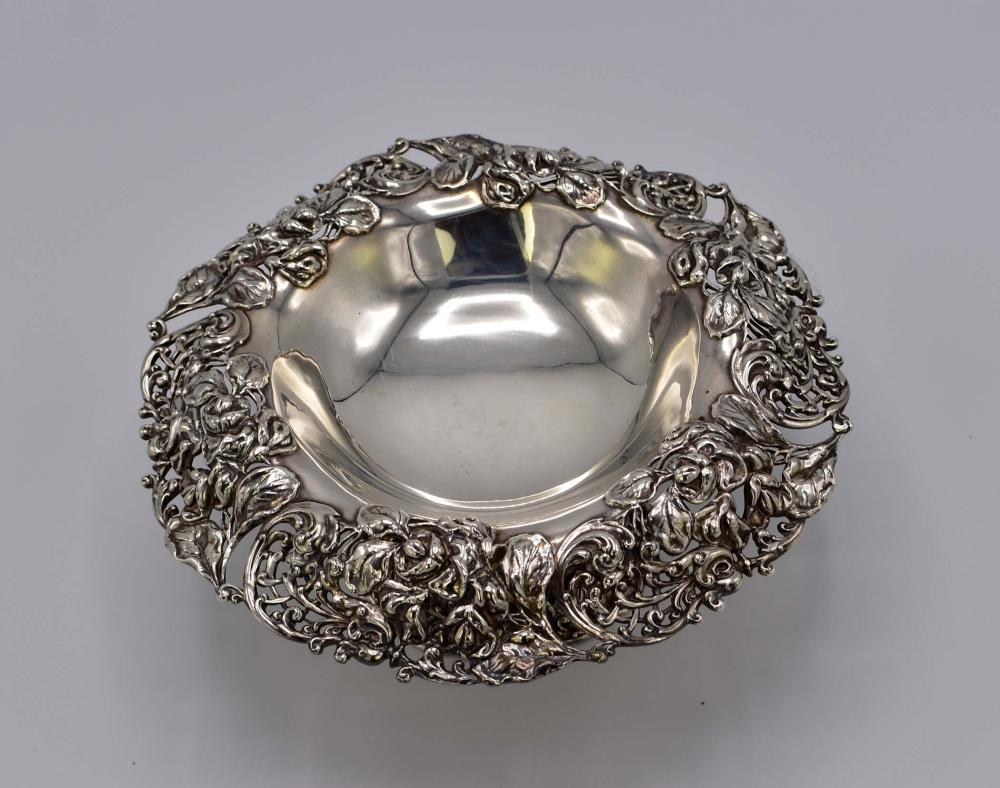 Lot 87: AMERICAN STERLING SILVER FOOTED BOWL