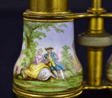 Lot 132: AMERICAN MOTHER-OF-PEARL OPERA GLASSES