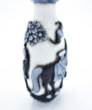 Lot 168: CHINESE BLACK AND WHITE CASED GLASS SNUFF BOTTLE