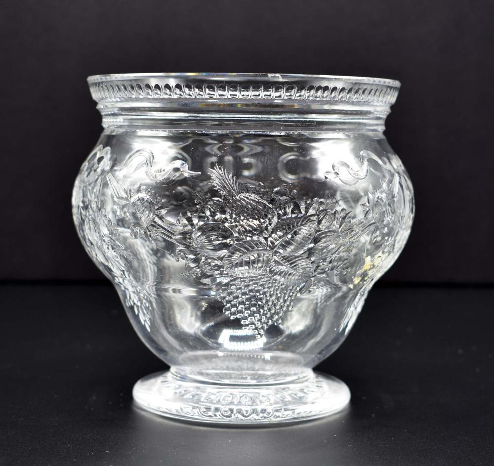 Lot 206: VICTORIAN ENGRAVED GLASS ROSE BOWL