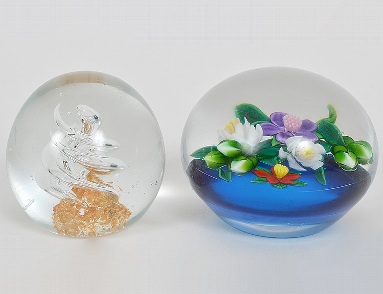 TWO AMERICAN CONTEMPORY GLASS PAPERWEIGHTS