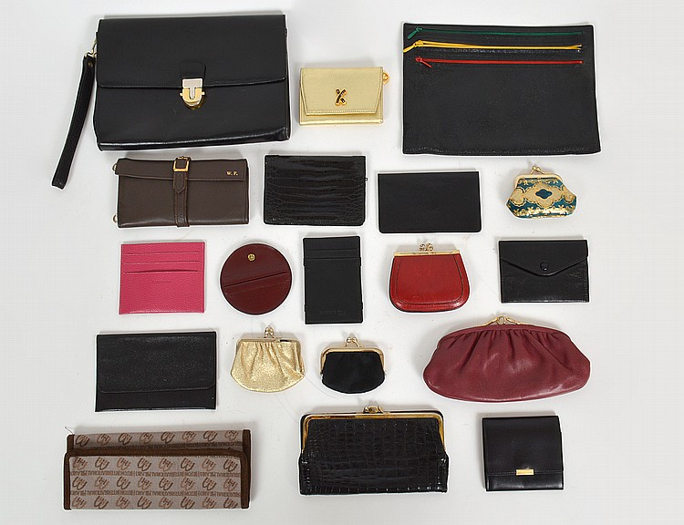 EIGHTEEN VARIOUS LEATHER AND FABRIC ITEMS