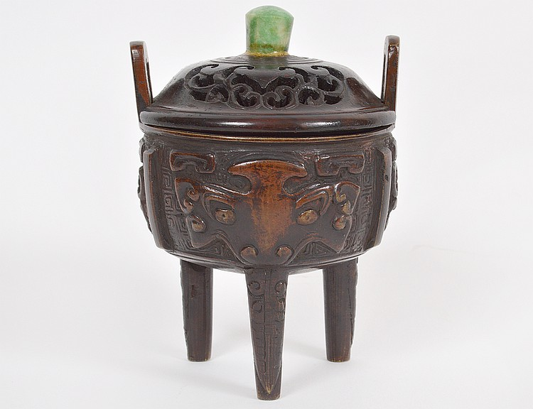 CHINESE PATINATED BRONZE COVERED TRIPOD CENSOR