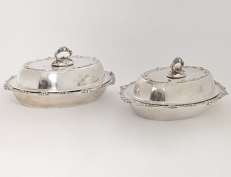 PAIR OF AMERICAN STERLING SILVER ENTRÉE DISHES