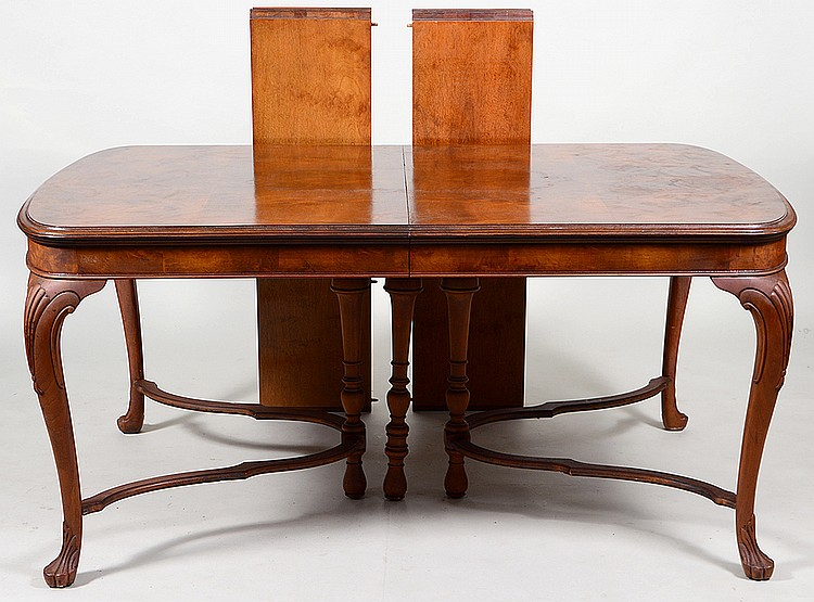 QUEEN ANNE WALNUT DINING TABLE : H1073 L129966626 from www.invaluable.co.uk size 750 x 555 jpeg 106kB