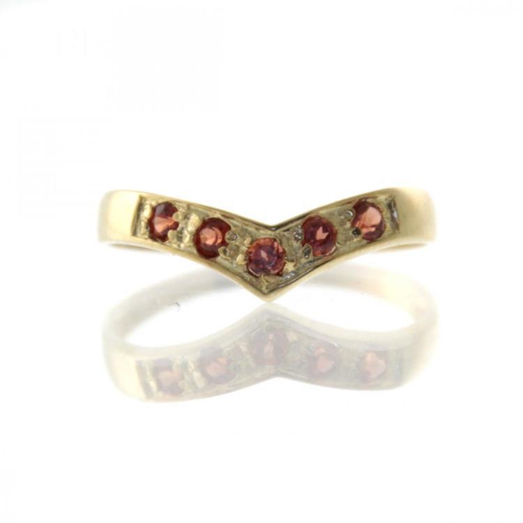 10k Yellow Gold Garnet Ring.