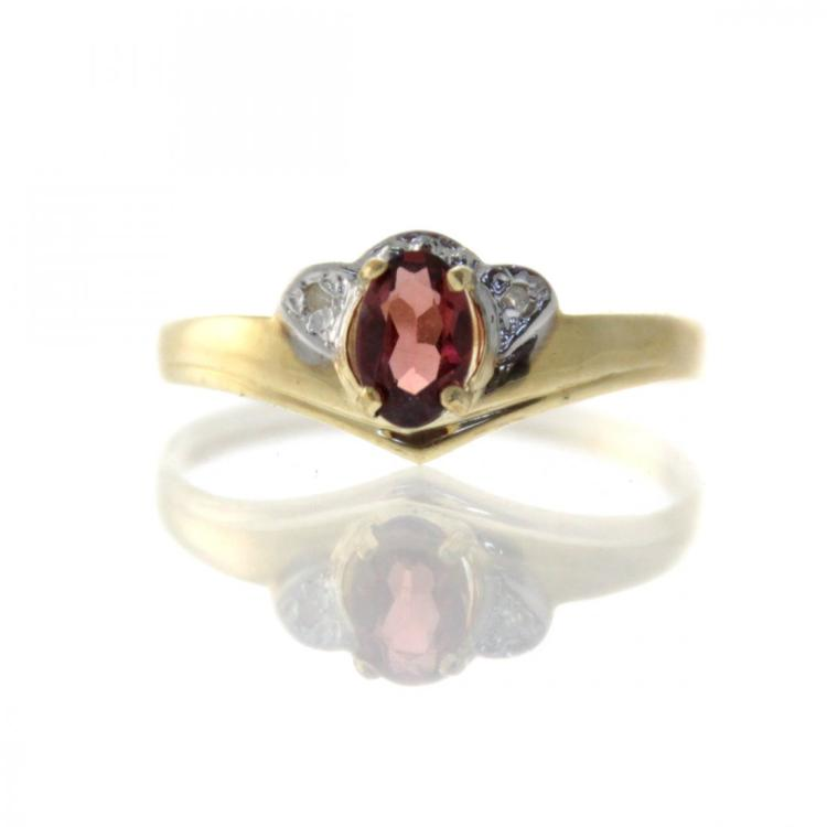 10k Yellow Gold Garnet Ring.