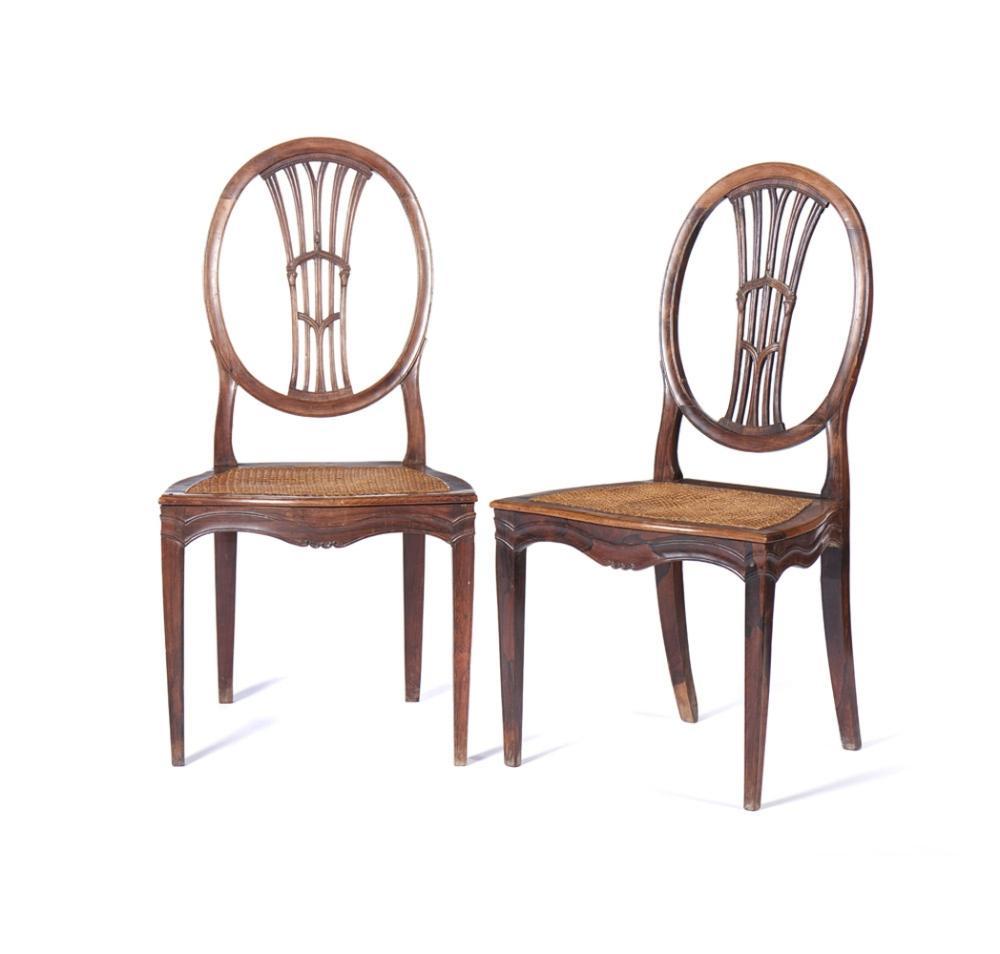 Par de cadeiras do séc. XVIII, em pau-santo (2)