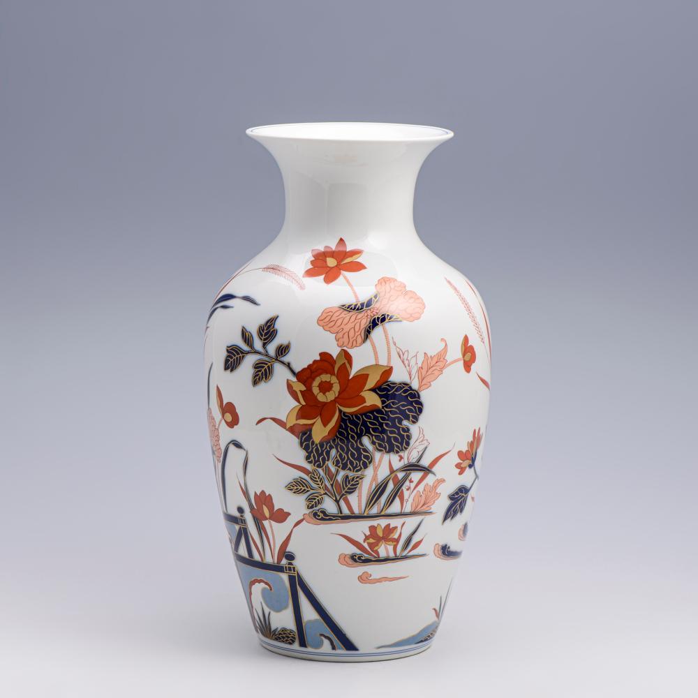 Par de jarrões em porcelana Vista Alegre (2)