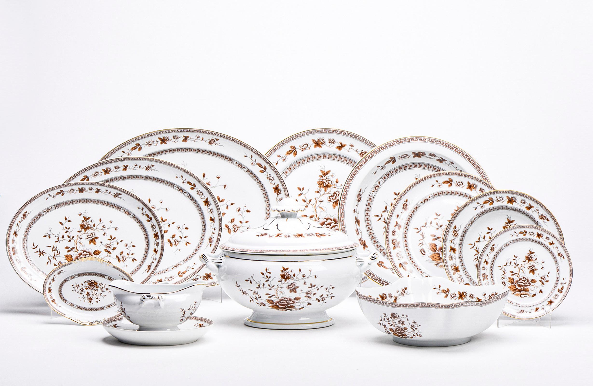 Serviço de jantar em porcelana da Vista Alegre (71