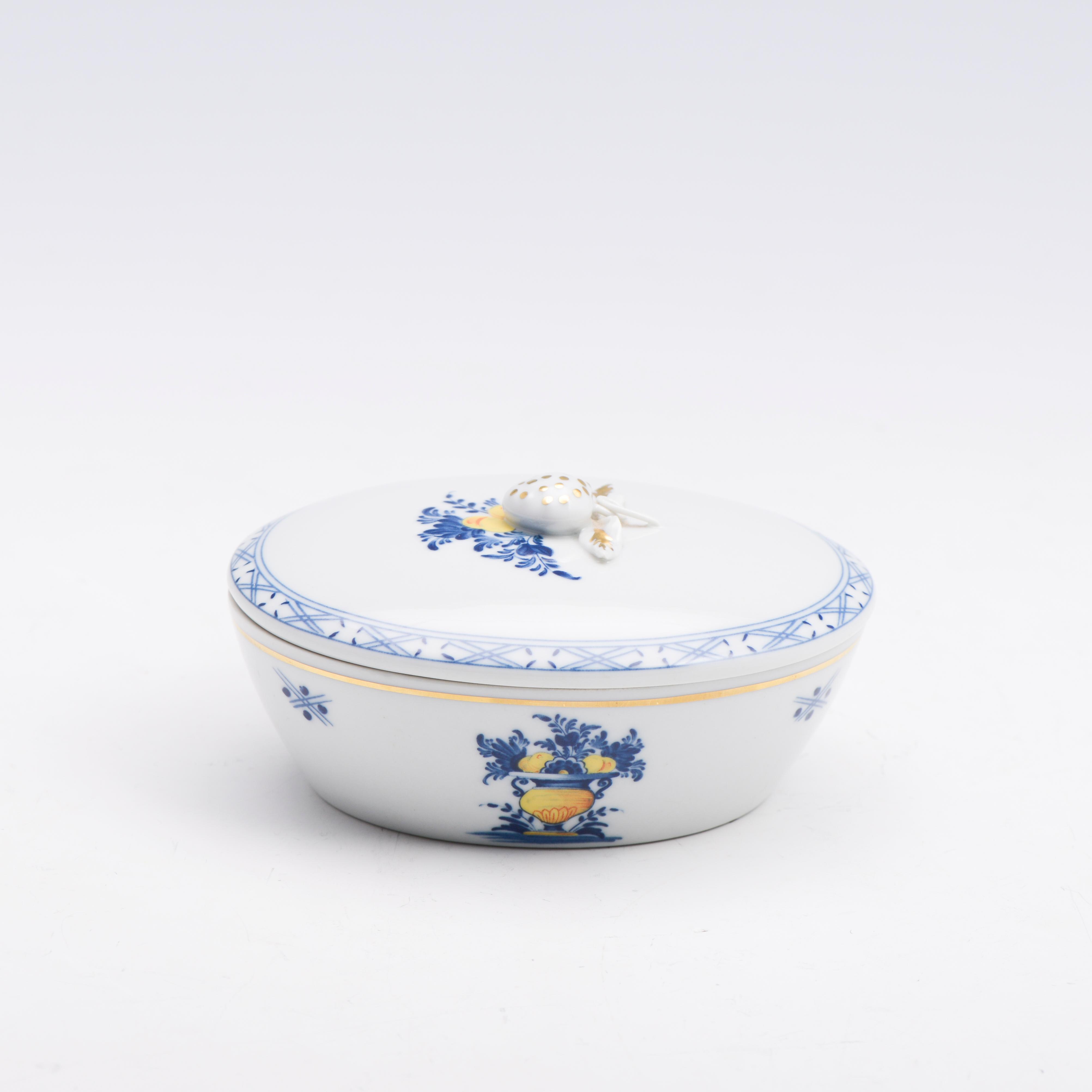 Manteigueira com tampa em porcelana Vista Alegre