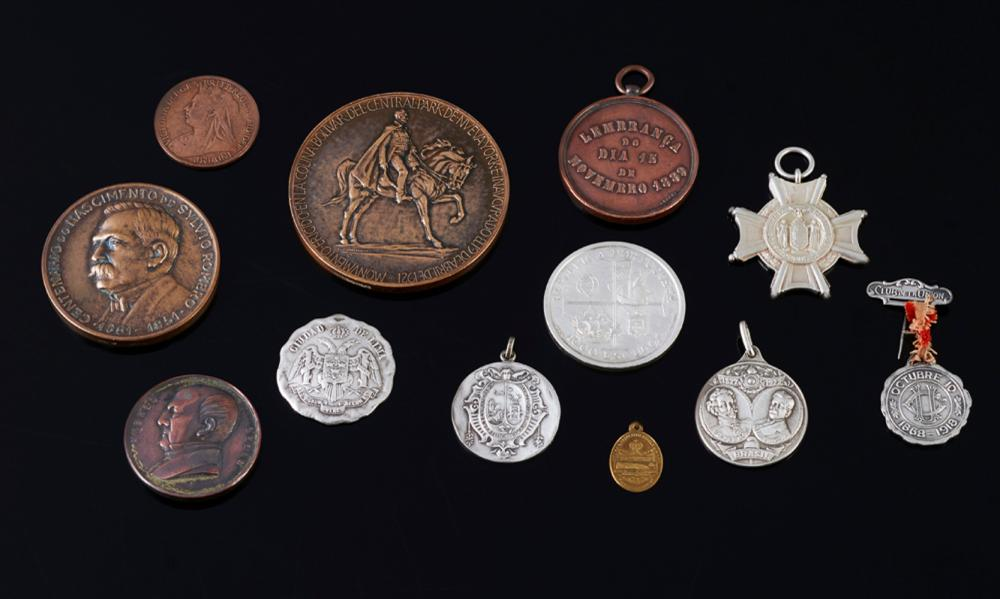 Lot 4 medals, 2 coins, 5 pendants and pin
