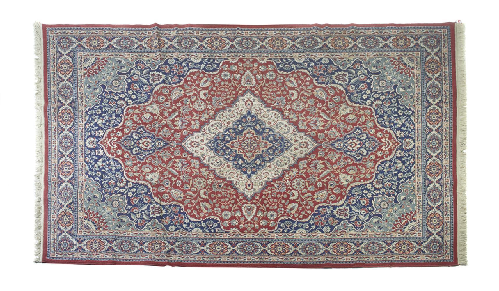 Oriental wool rug, 330 x 240 cm