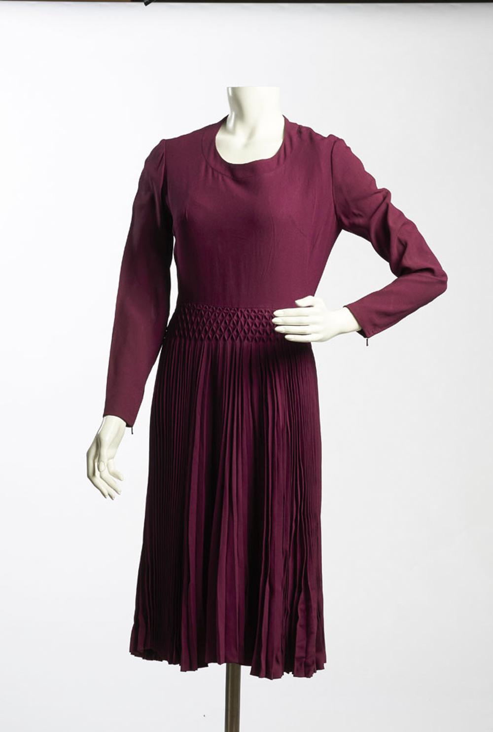 Long sleeve dress in purple fabric