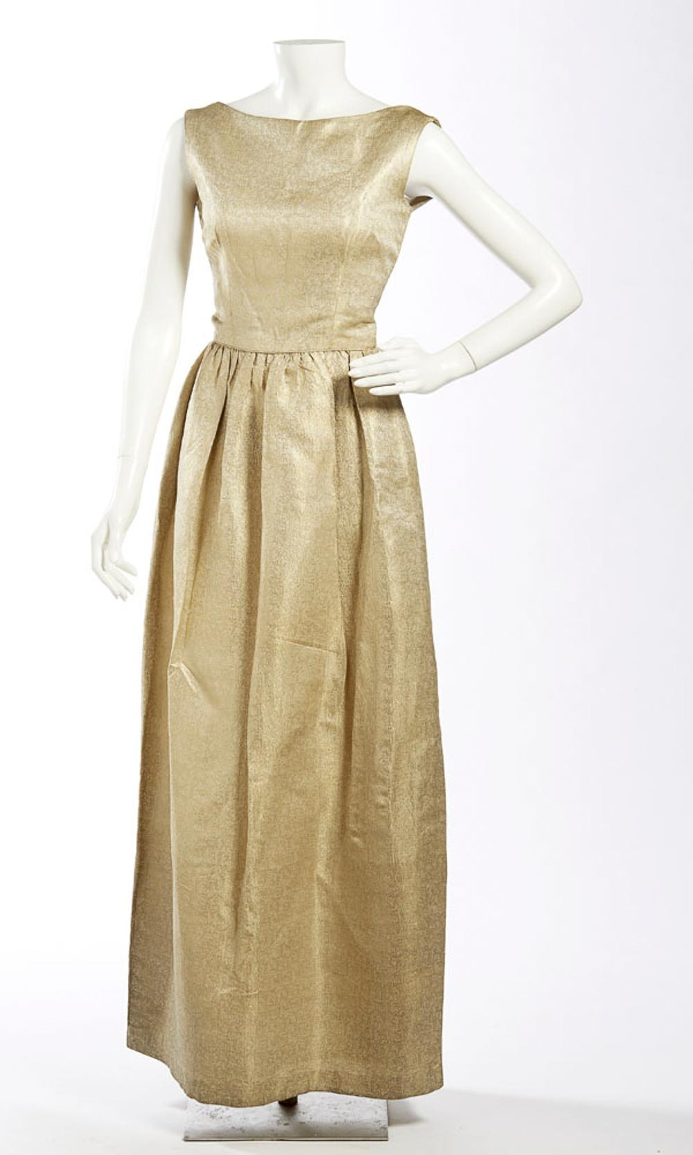 Long dress in fabric embroidered with golden thread