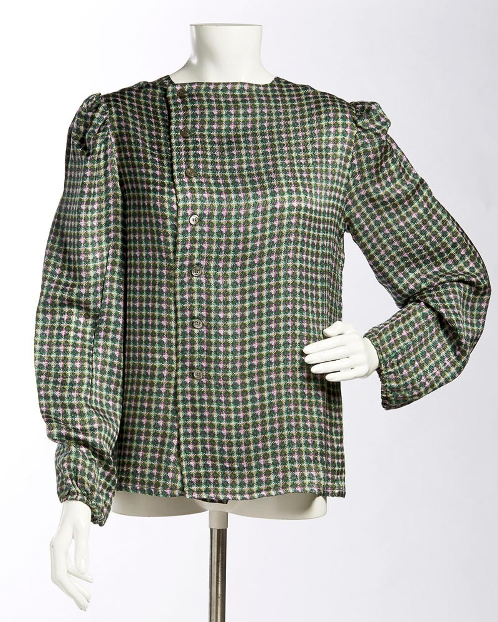 Blouse in printed fabric in shades of green and lilac