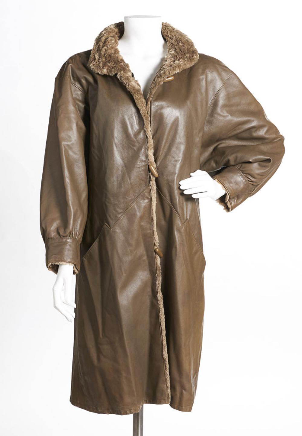 Long reversible coat, in fur and fur
