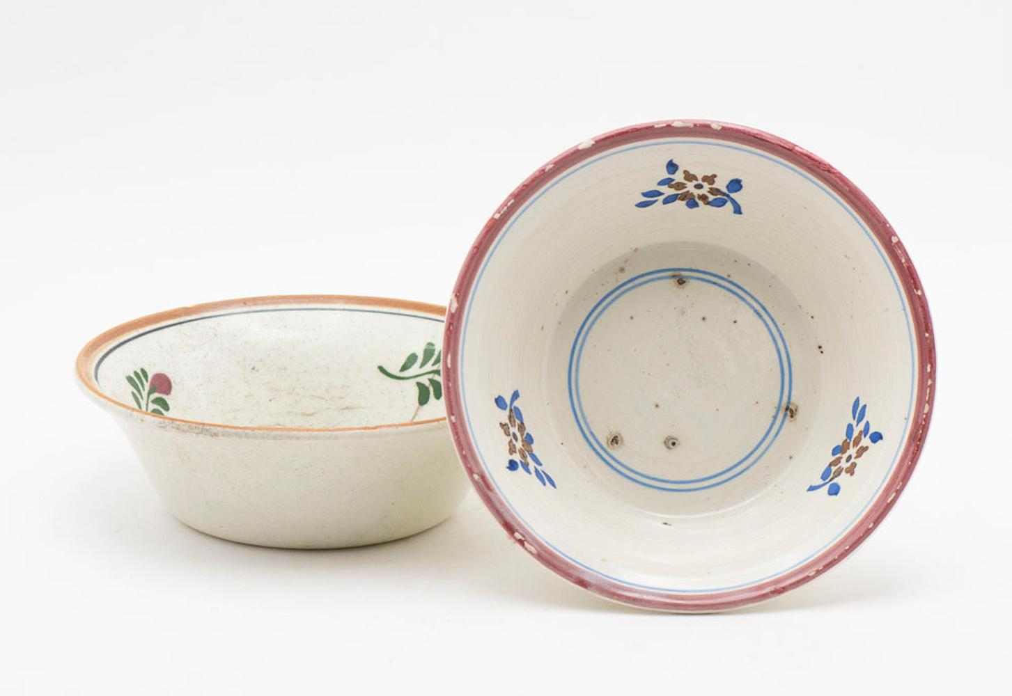 Lot of 4 faience bowls