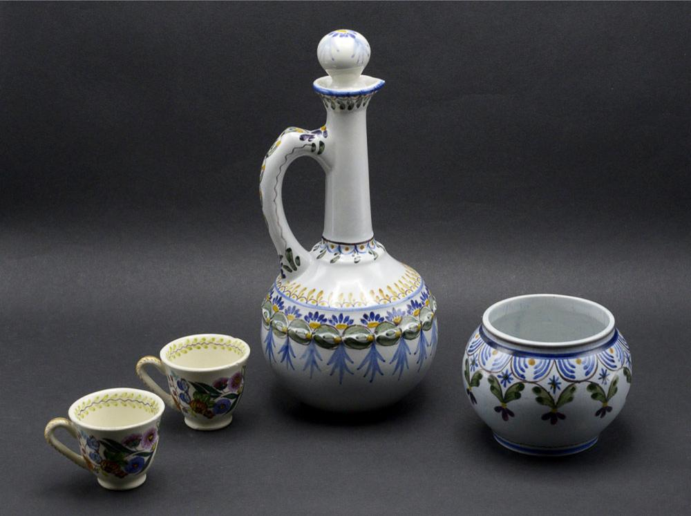 Lot of 4 pieces in Portuguese faience, Carvalhinho