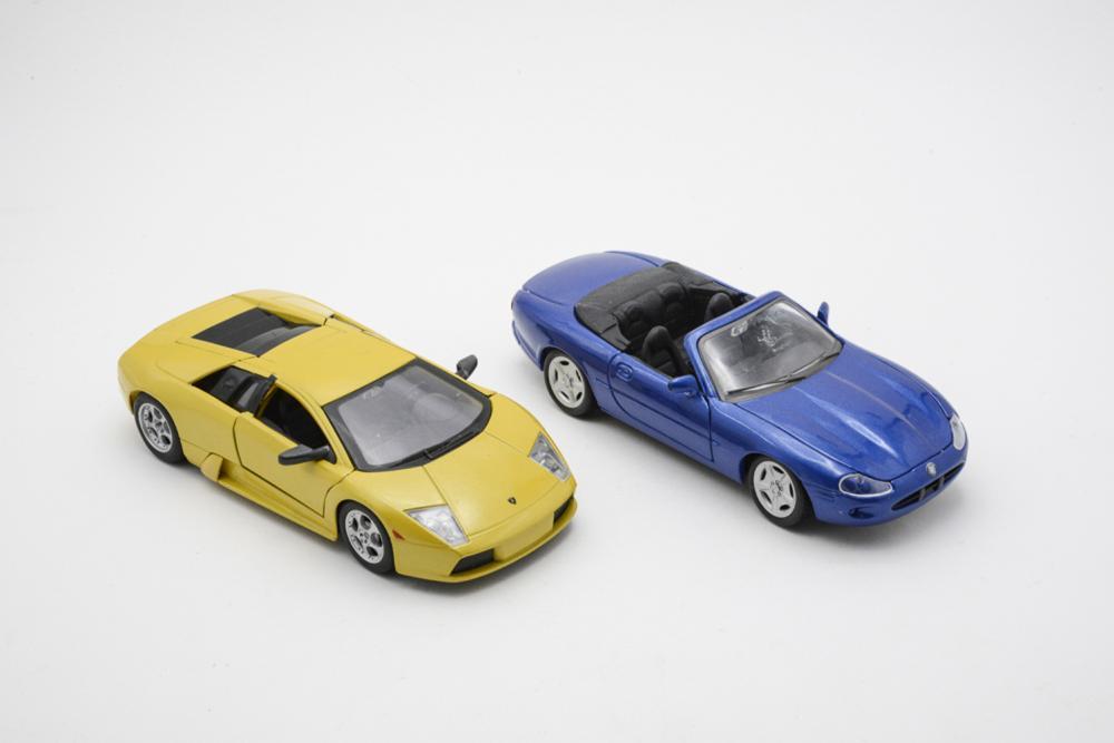 MAISTO, lot of 2 cars