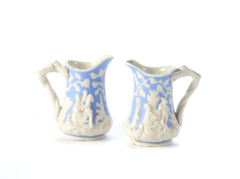 Par de pequenos jarros em porcelana (2)