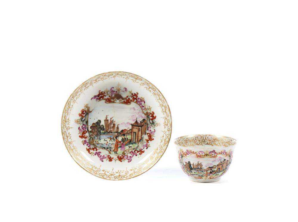 Pequena taça com pires em porcelana chinesa