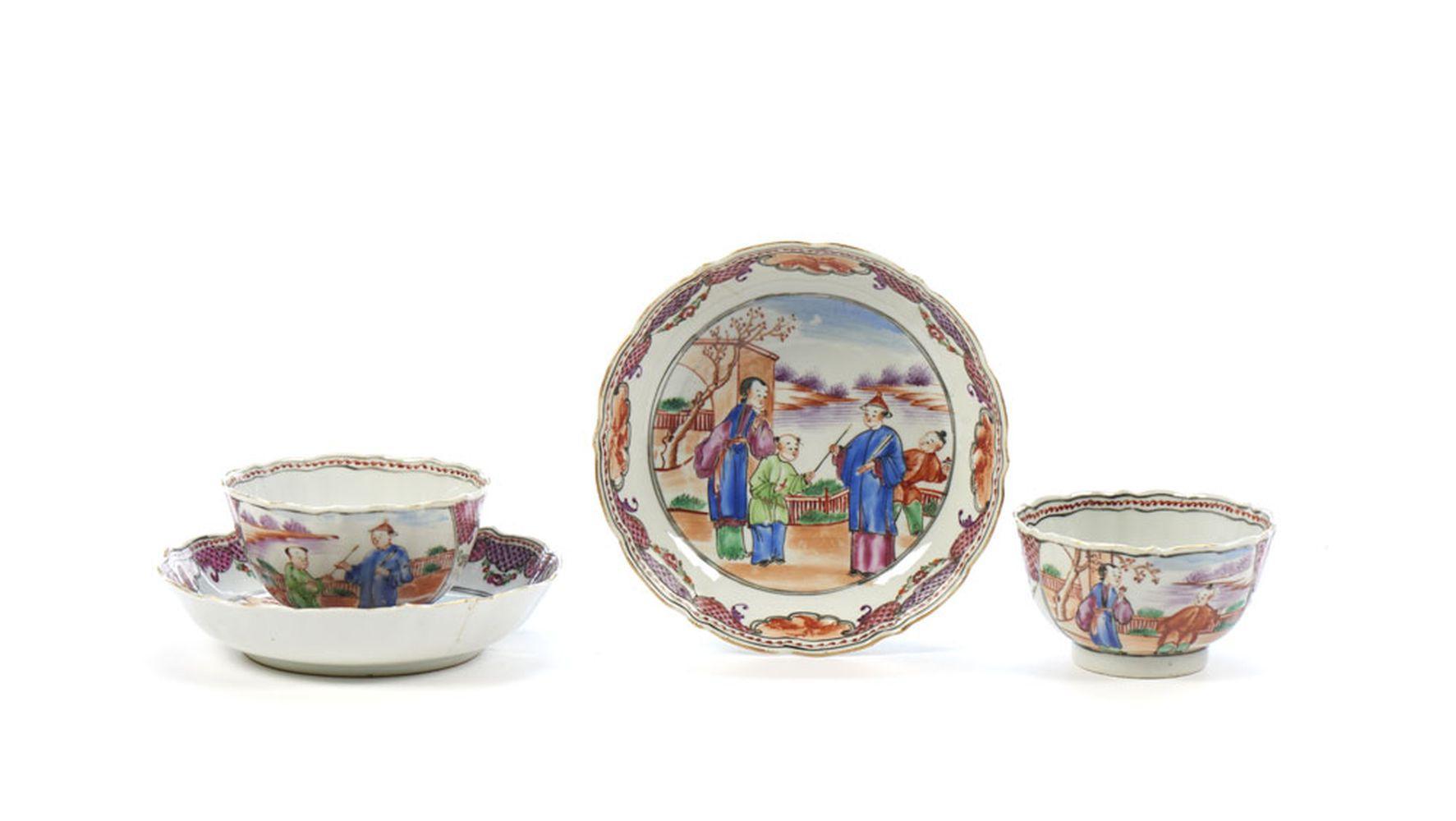 Par de taças com pires em porcelana (4)