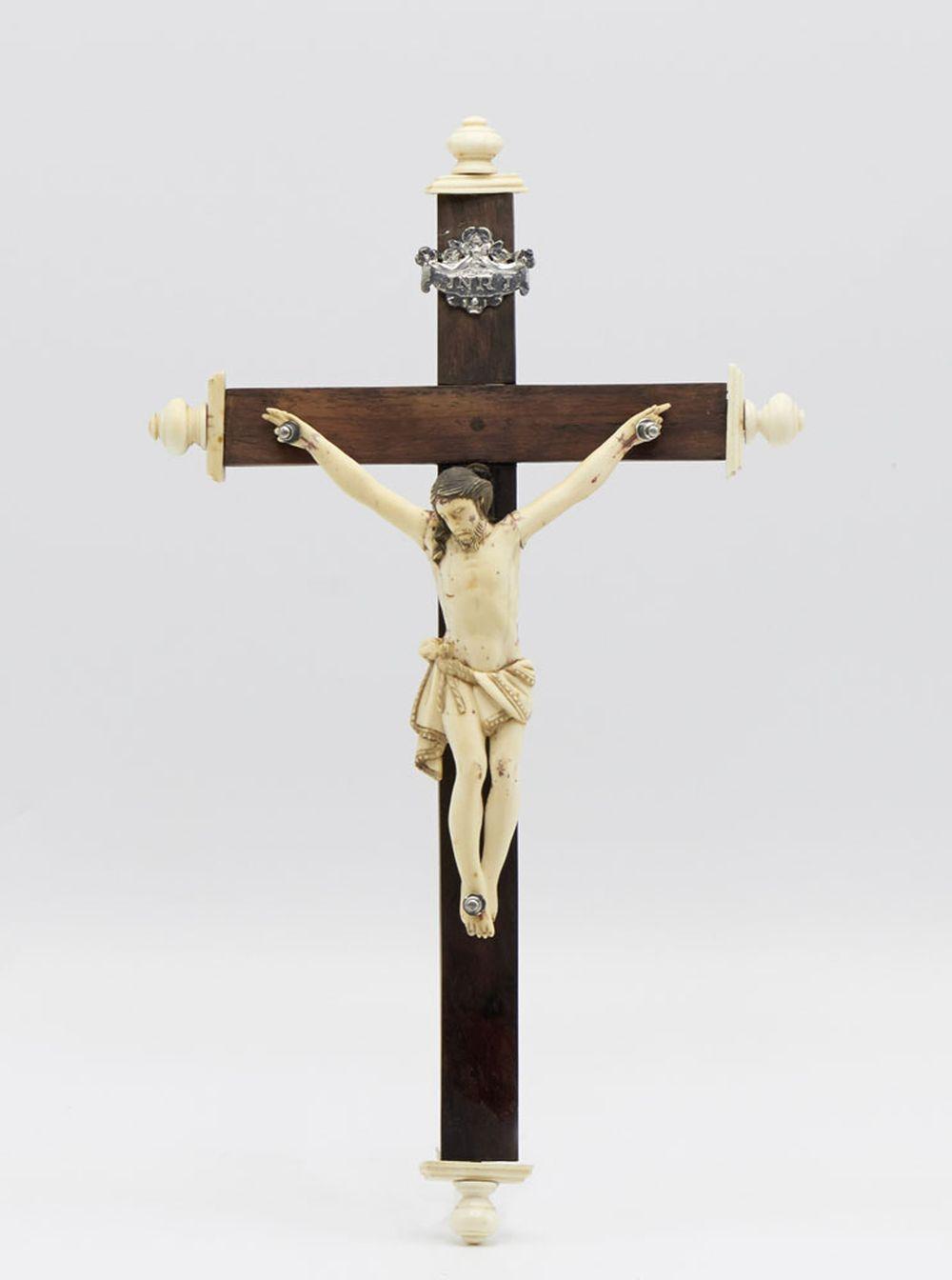 Jesus Cristo em marfim legenda em prata