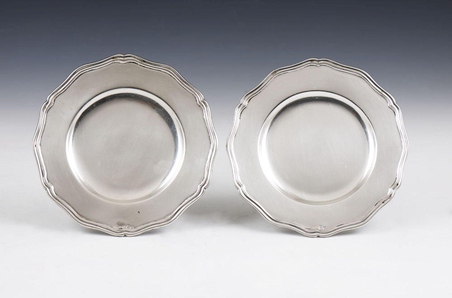 Par de pequenos pratos em prata, 833%, P. 420 g.