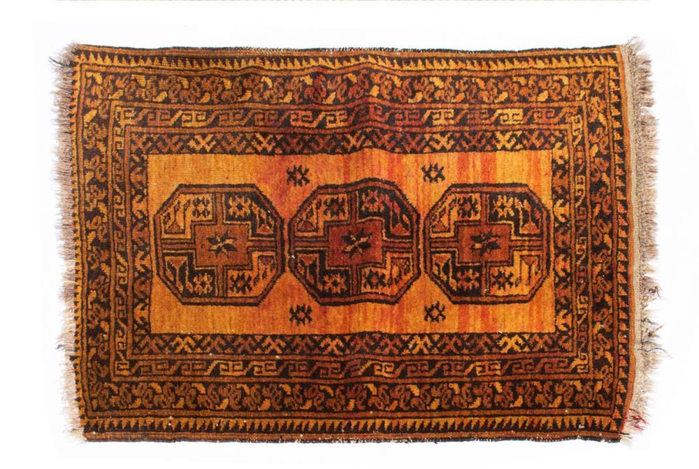 Tapete oriental em lã, 98 x 76 cm.