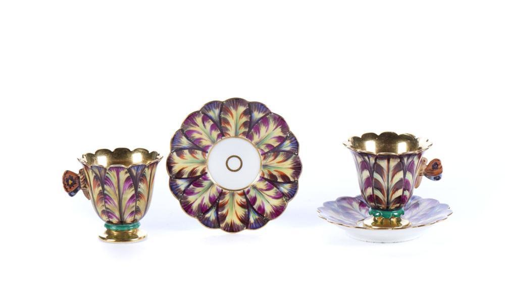 Conjunto de 19 xícaras com pires em porcelana (38)