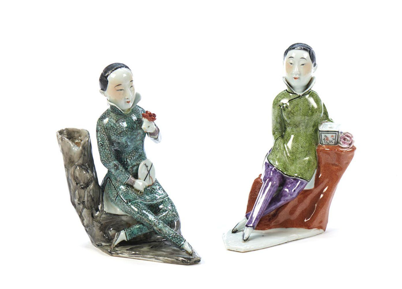Figuras femininas sentadas, esculturas (2)