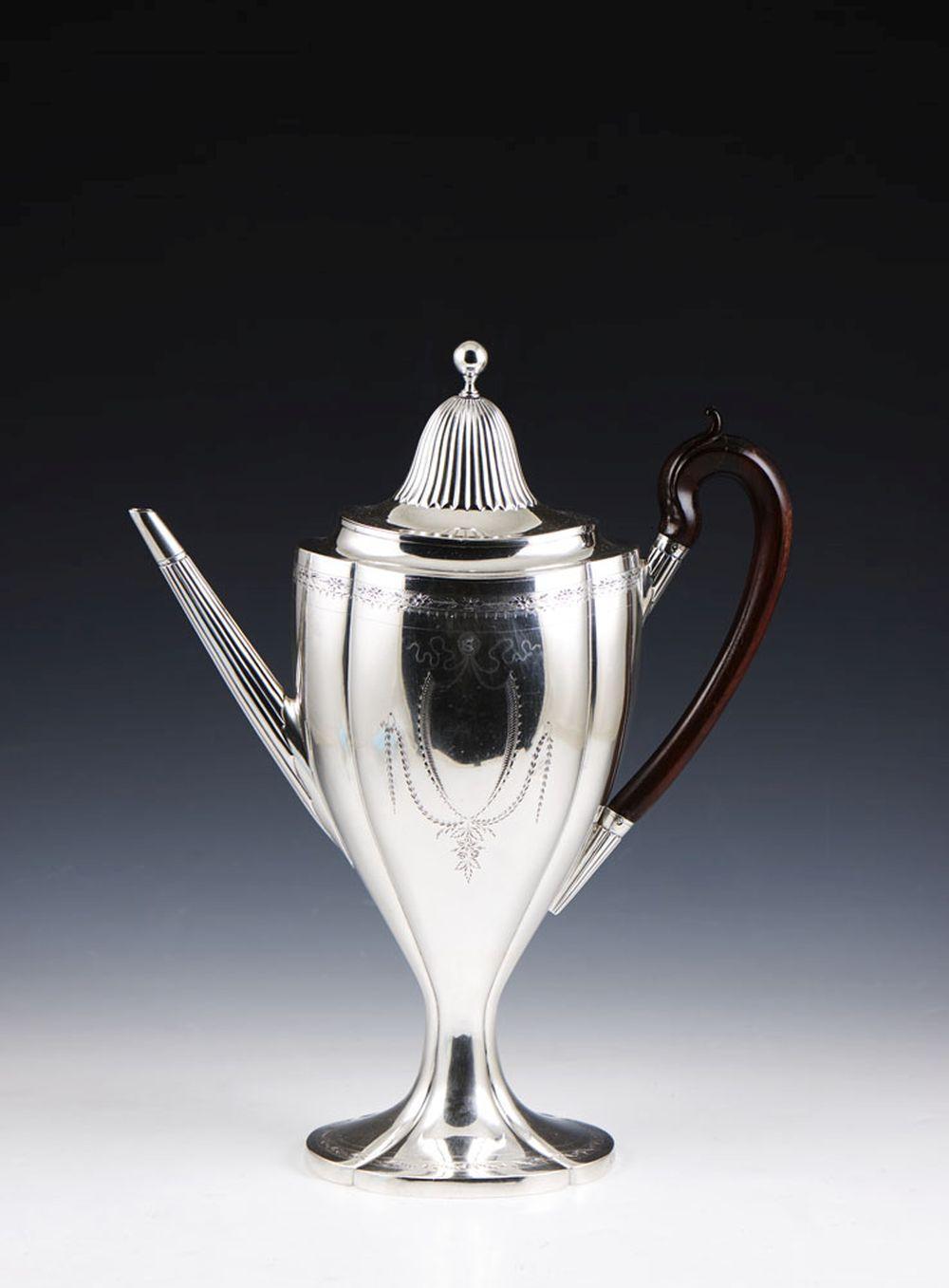 Invulgar cafeteira em prata, séc. XIX, P. 1278 g.