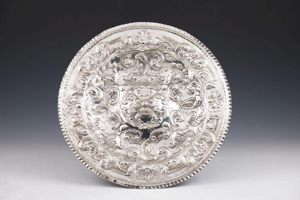 Salva do séc. XVIII em prata. P. 710 g