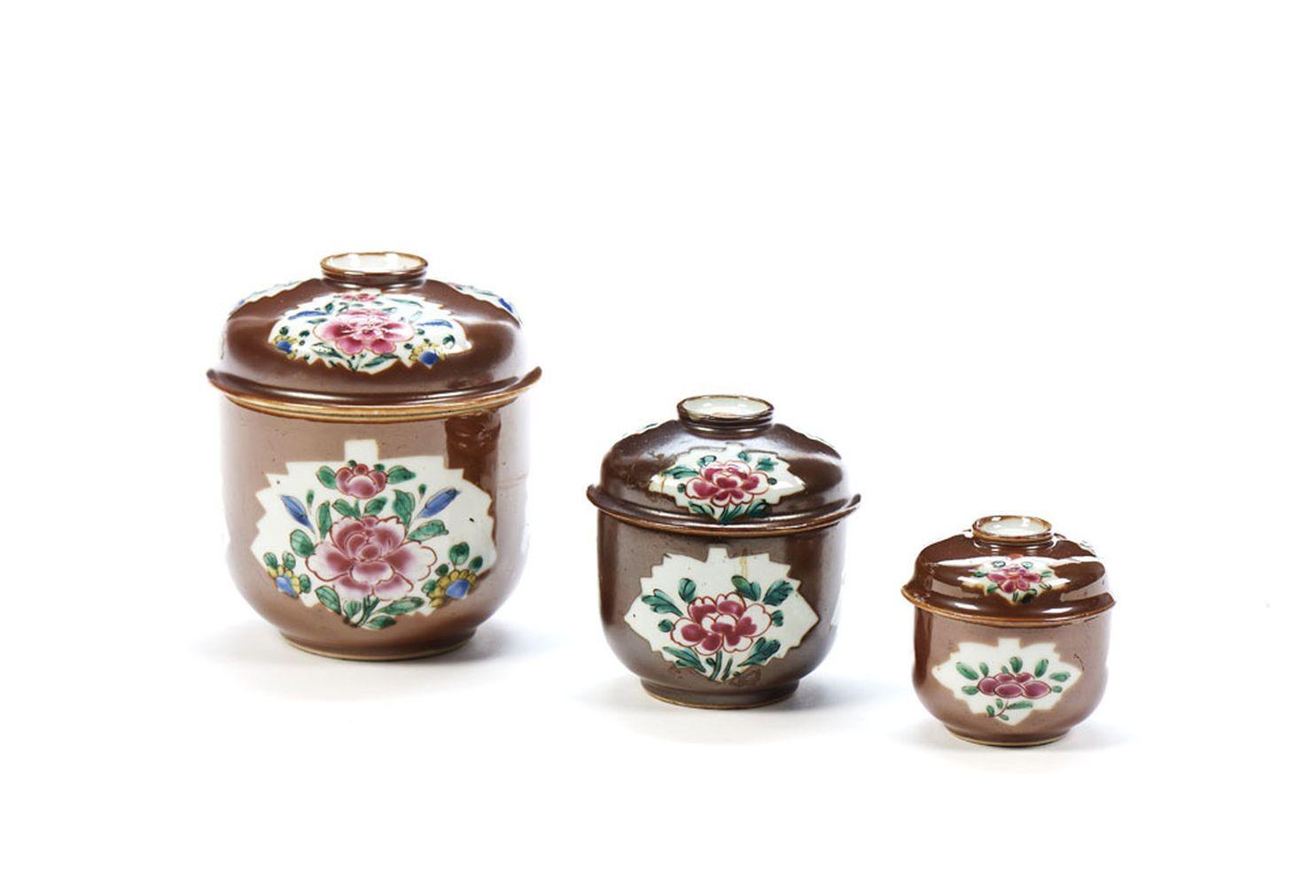 Lote de três potes em porcelana chinesa (3)