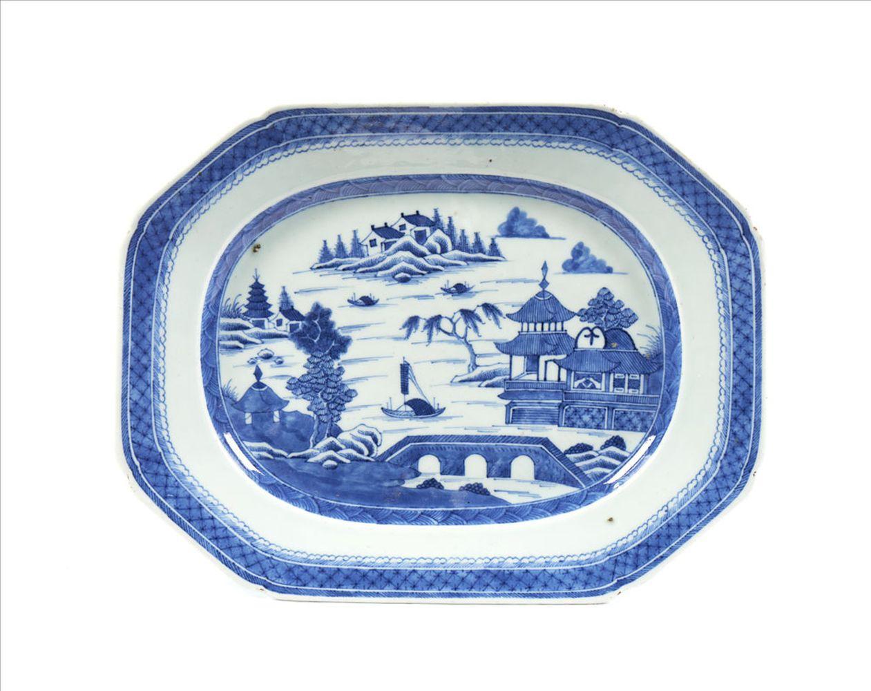 Travessa oitava em porcelana chinesa Cantão